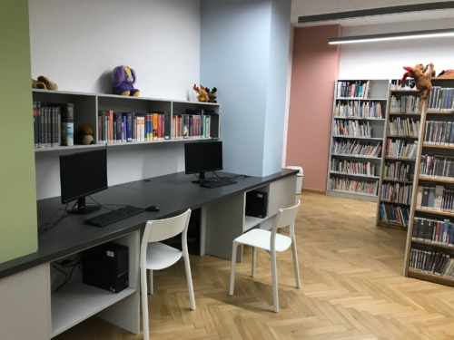 Biblioteka dla dzieci nr 15 widok na komputery do pracy dla czytelników