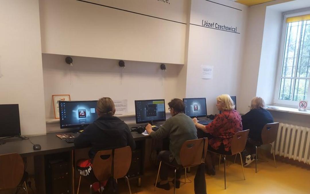 kurs komputerowy dla seniorów w czytelni naukowej nr 16