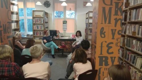"""Wypożyczalnia nr 13 – Spotkanie autorskie z bohaterką książki """"Ambasadorowa"""""""