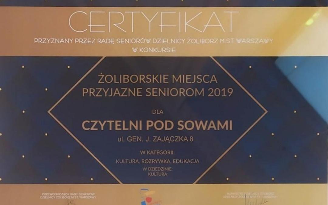 certyfikat miejsca przyjaznego seniorom 2019 dla czytelni pod sowami