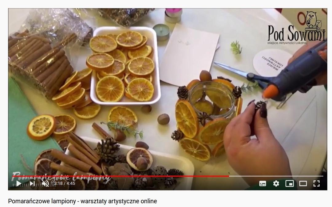 Kadr z filmu instruktarzowego pomarańczowe lampiony.