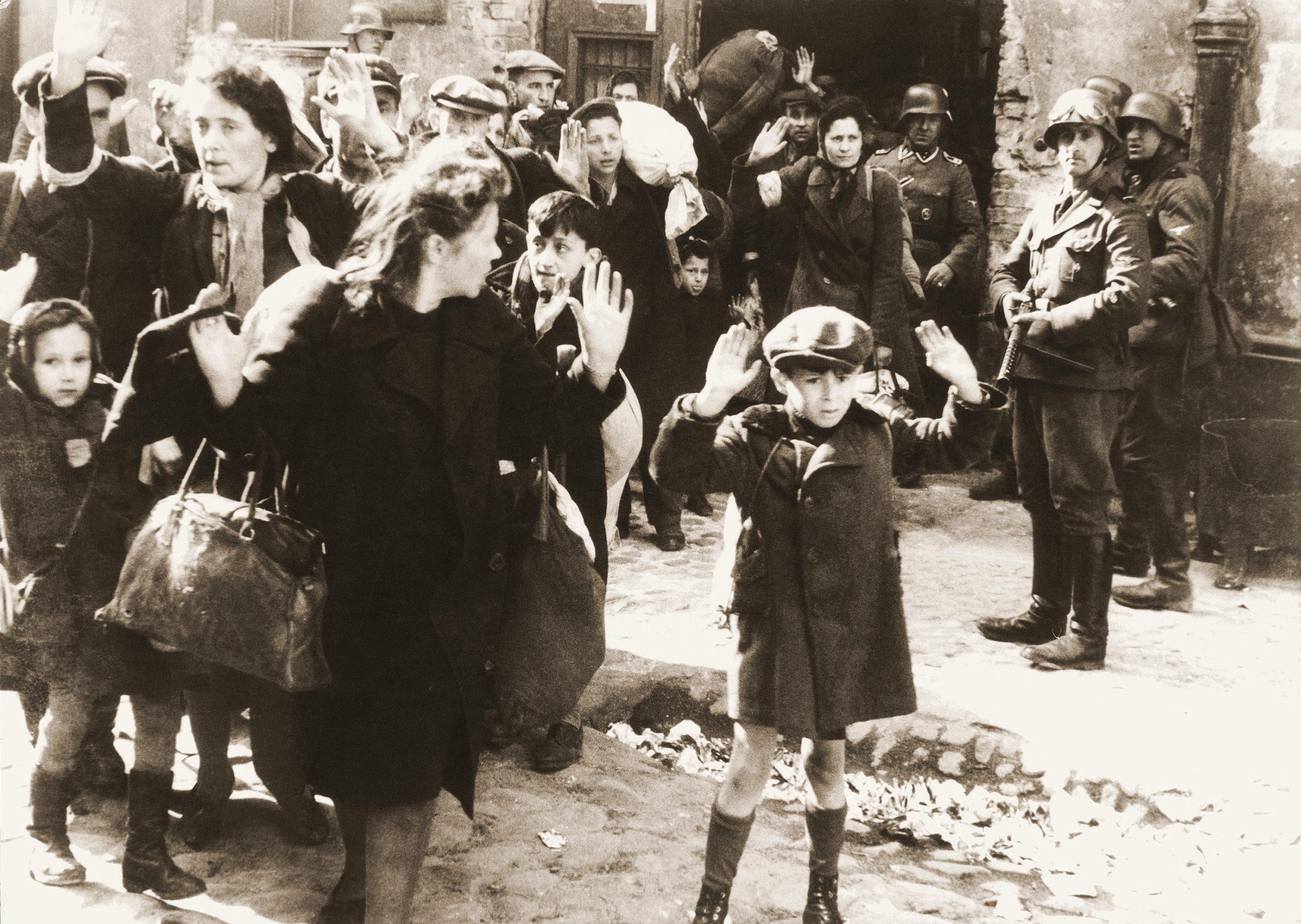 Żydowska ludność cywilna schwytana podczas tłumienia powstania z raportu Jurgena Stroopa